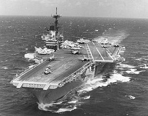 USS_Independence_(CV-62)_at_sea_during_the_later_1980s_or_early_1990s_(NH_97715).jpg